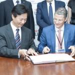 Participación del CEI en la Firma del Convenio. Rector Ma Jian y Vicerrector URJC Juan Antonio Melero. Julio de 2015.