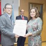 Entrega Institucional URJC de los Premios CEI 2015. Juan Antonio Melero Hernández y la investigadora Carmen de Pablos Heredero